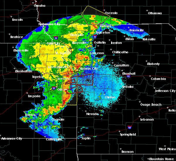 Radar Image for Severe Thunderstorms near Leawood, KS at 5/2/2018 9:12 PM CDT