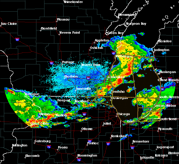 Radar Image for Severe Thunderstorms near Richmond, IL at 5/2/2018 9:24 PM CDT