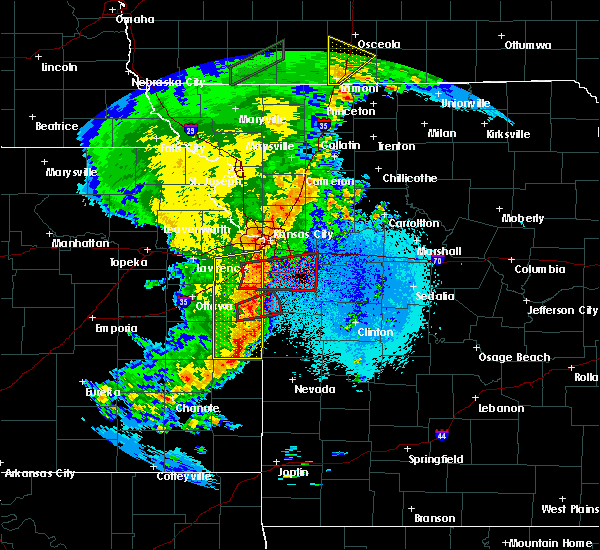 Radar Image for Severe Thunderstorms near Adrian, MO at 5/2/2018 9:25 PM CDT