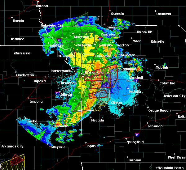 Radar Image for Severe Thunderstorms near Adrian, MO at 5/2/2018 10:02 PM CDT