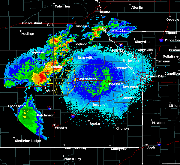 Radar Image for Severe Thunderstorms near Fort Riley, KS at 5/14/2018 12:00 AM CDT