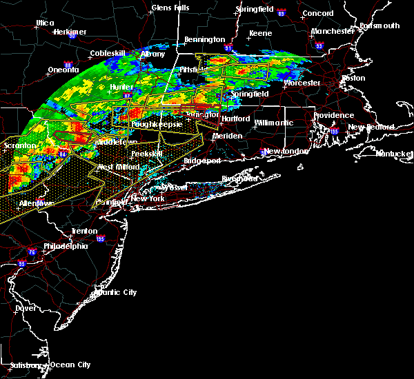 Radar Image for Severe Thunderstorms near Holyoke, MA at 5/15/2018 3:51 PM EDT