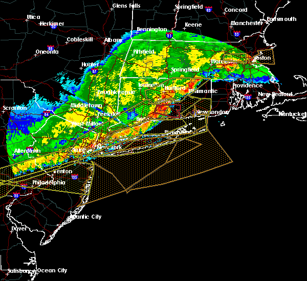 Radar Image for Severe Thunderstorms near Hewlett Harbor, NY at 5/15/2018 5:31 PM EDT