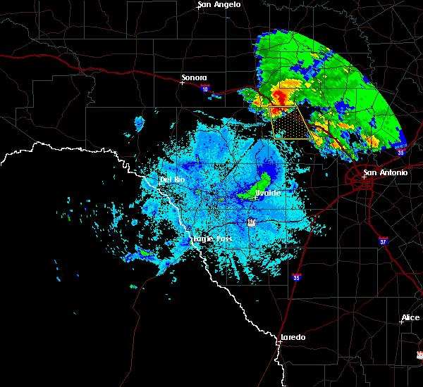 Radar Image for Severe Thunderstorms near Ingram, TX at 5/15/2018 9:21 PM CDT