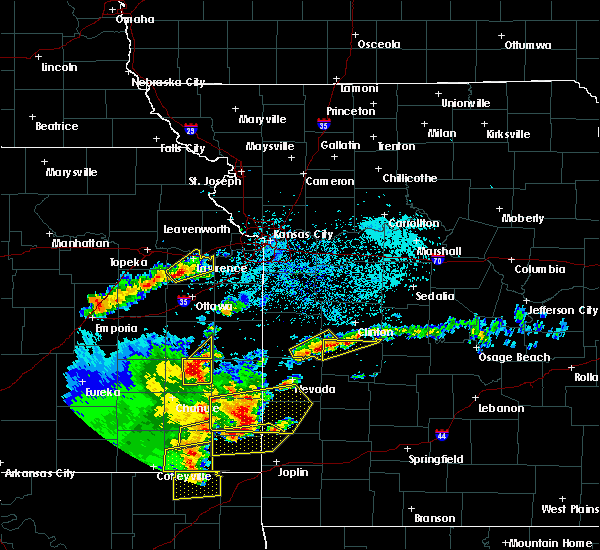 Radar Image for Severe Thunderstorms near La Harpe, KS at 5/19/2018 4:50 PM CDT