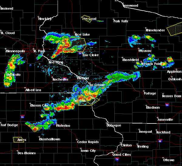 Radar Image for Severe Thunderstorms near Waukon, IA at 5/25/2018 6:51 PM CDT