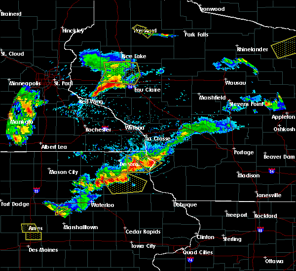 Radar Image for Severe Thunderstorms near Waukon, IA at 5/25/2018 7:04 PM CDT