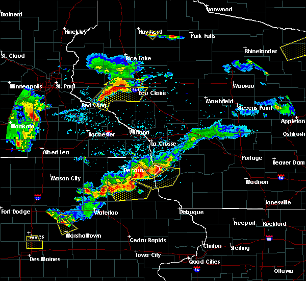Radar Image for Severe Thunderstorms near Harpers Ferry, IA at 5/25/2018 7:14 PM CDT