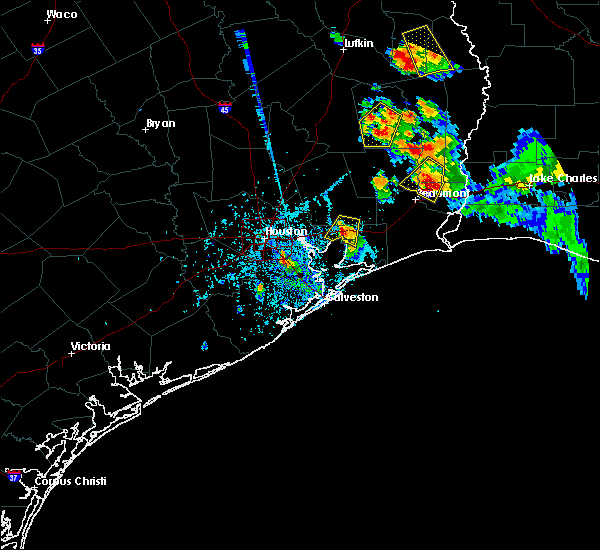 Radar Image for Severe Thunderstorms near Mont Belvieu, TX at 5/26/2018 5:59 PM CDT