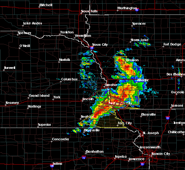 Radar Image for Severe Thunderstorms near Pawnee City, NE at 6/11/2018 7:32 PM CDT