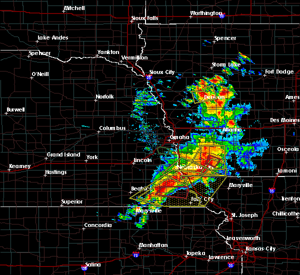 Radar Image for Severe Thunderstorms near Nebraska City, NE at 6/11/2018 7:57 PM CDT