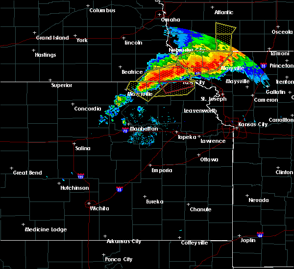 Radar Image for Severe Thunderstorms near Hiawatha, KS at 6/11/2018 8:47 PM CDT