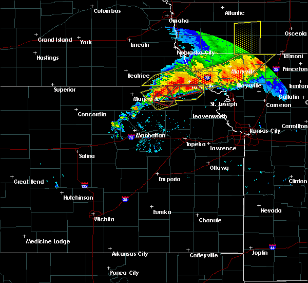 Radar Image for Severe Thunderstorms near Pawnee City, NE at 6/11/2018 9:12 PM CDT