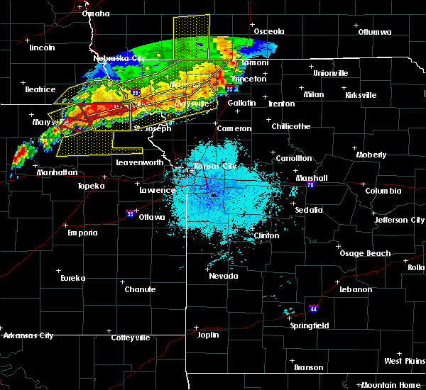 Radar Image for Severe Thunderstorms near Highland, KS at 6/11/2018 9:31 PM CDT