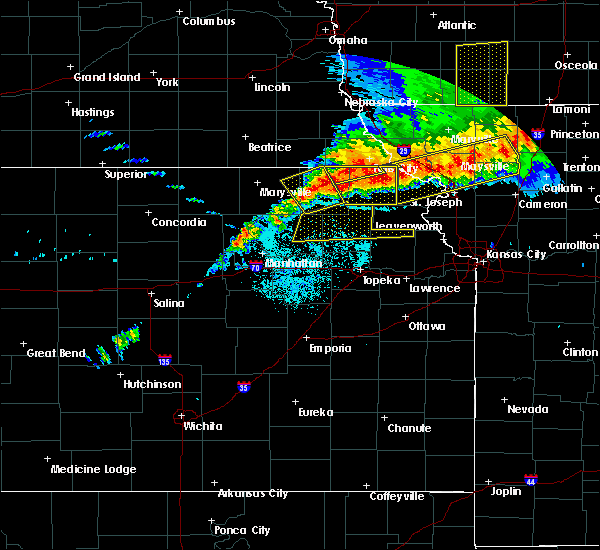 Radar Image for Severe Thunderstorms near Westmoreland, KS at 6/11/2018 9:36 PM CDT