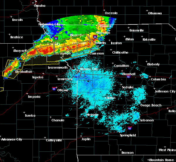 Radar Image for Severe Thunderstorms near Lancaster, KS at 6/11/2018 9:55 PM CDT