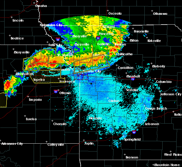 Radar Image for Severe Thunderstorms near Easton, KS at 6/11/2018 10:50 PM CDT