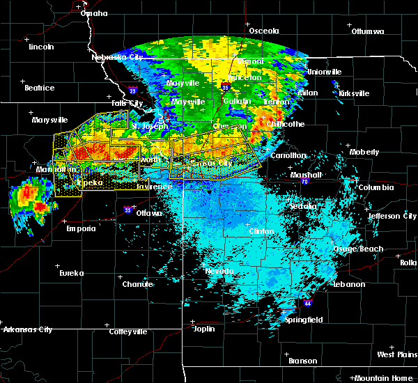 Radar Image for Severe Thunderstorms near Leawood, KS at 6/11/2018 11:08 PM CDT