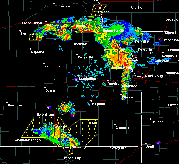 Radar Image for Severe Thunderstorms near Hiawatha, KS at 6/30/2018 6:58 PM CDT