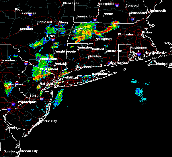 Radar Image for Severe Thunderstorms near Larchmont, NY at 8/7/2018 6:33 PM EDT
