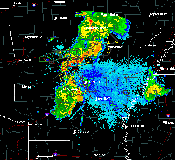 Radar Image for Severe Thunderstorms near Melbourne, AR at 8/19/2018 9:46 PM CDT