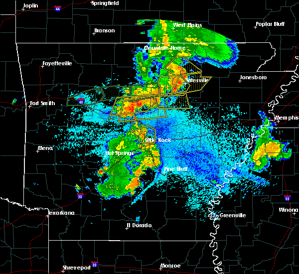 Radar Image for Severe Thunderstorms near Clinton, AR at 8/19/2018 10:15 PM CDT