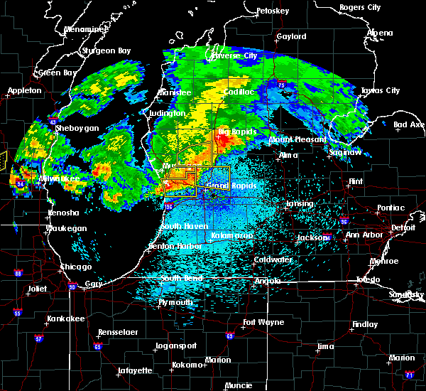 Radar Image for Severe Thunderstorms near Casnovia, MI at 8/26/2018 10:26 PM EDT
