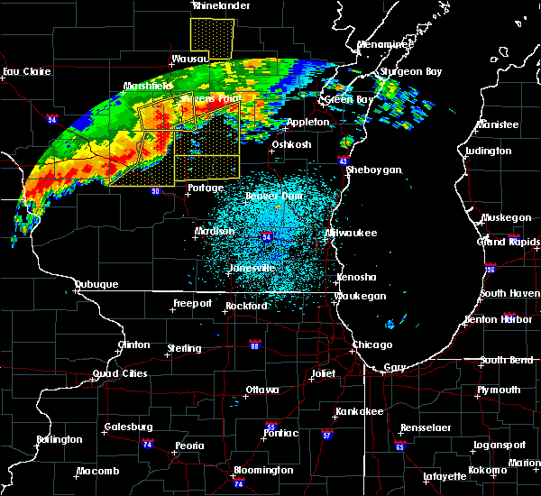 Radar Image for Severe Thunderstorms near Endeavor, WI at 8/27/2018 9:15 PM CDT