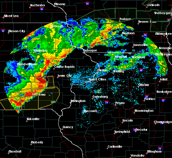 Radar Image for Severe Thunderstorms near Batavia, IA at 8/28/2018 5:54 PM CDT
