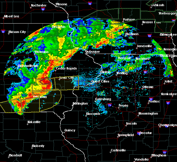 Radar Image for Severe Thunderstorms near Iowa City, IA at 8/28/2018 6:02 PM CDT