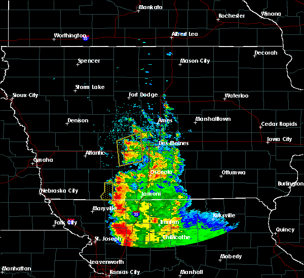 Radar Image for Severe Thunderstorms near Adel, IA at 8/31/2018 5:19 AM CDT