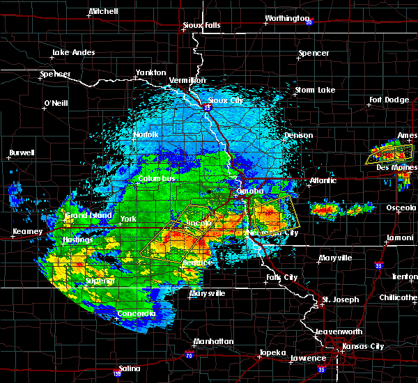 Radar Image for Severe Thunderstorms near Otoe, NE at 9/1/2018 9:27 PM CDT