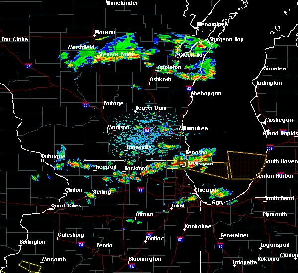 Radar Image for Severe Thunderstorms near Round Lake, IL at 6/8/2015 2:42 PM CDT