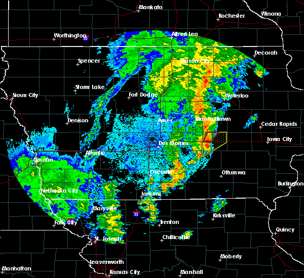 Radar Image for Severe Thunderstorms near Grinnell, IA at 10/8/2018 10:07 PM CDT