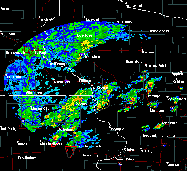 Radar Image for Severe Thunderstorms near New Albin, IA at 10/9/2018 5:06 PM CDT