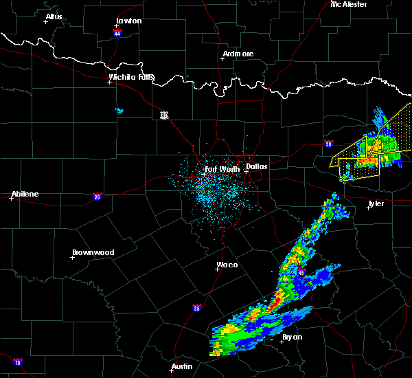 Radar Image for Severe Thunderstorms near Como, TX at 12/1/2018 12:40 AM CST