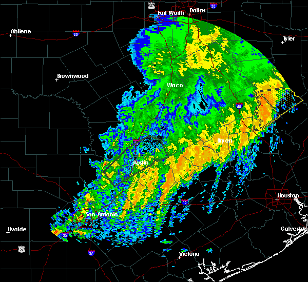 Radar Image for Severe Thunderstorms near Crockett, TX at 12/27/2018 1:26 AM CST