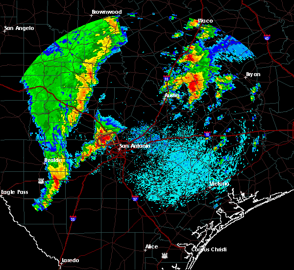Radar Image for Severe Thunderstorms near Lakehills, TX at 4/13/2019 9:28 AM CDT