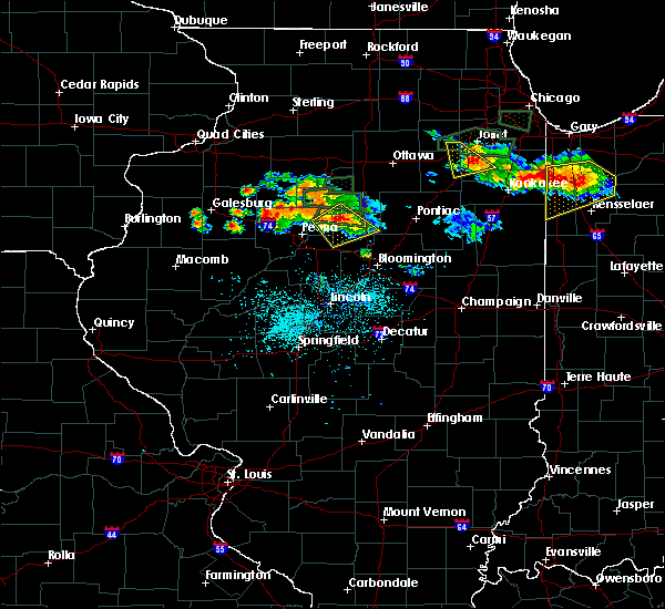 Radar Image for Severe Thunderstorms near Peoria, IL at 6/10/2015 8:20 PM CDT