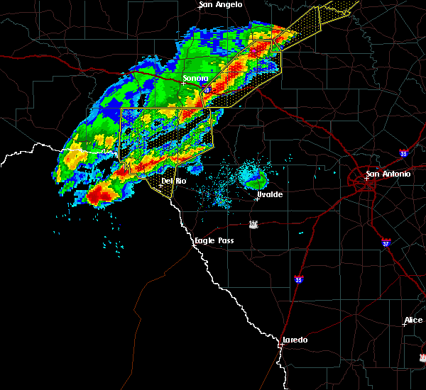 Radar Image for Severe Thunderstorms near Del Rio, TX at 4/17/2019 8:37 PM CDT