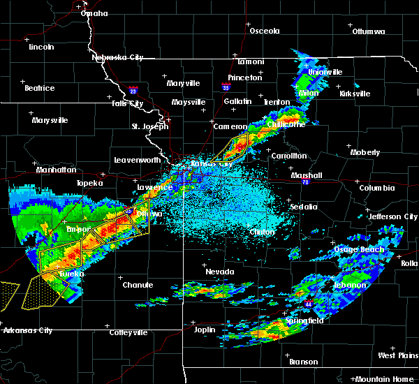 Radar Image for Severe Thunderstorms near Raymore, MO at 4/17/2019 9:06 PM CDT