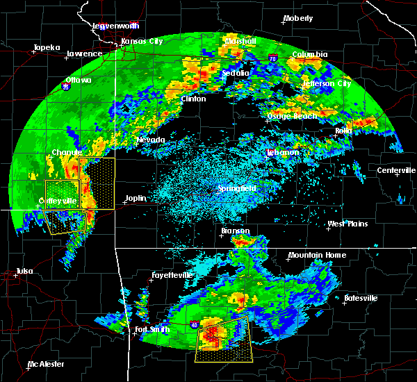Radar Image for Severe Thunderstorms near La Russell, MO at 4/18/2019 12:06 AM CDT