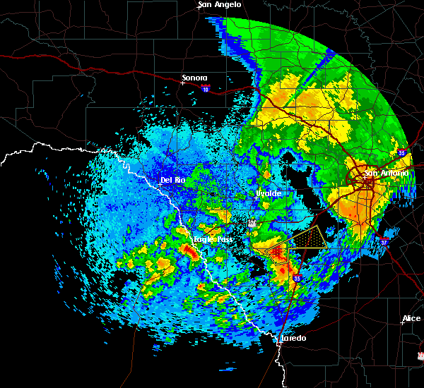 Radar Image for Severe Thunderstorms near Fowlerton, TX at 4/18/2019 1:04 AM CDT