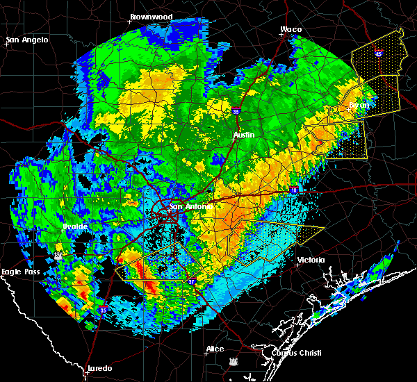 Radar Image for Severe Thunderstorms near Cuero, TX at 4/18/2019 1:55 AM CDT