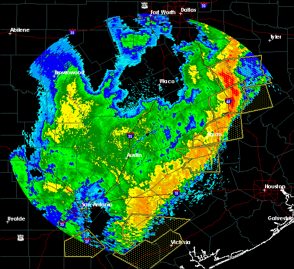 Radar Image for Severe Thunderstorms near Crockett, TX at 4/18/2019 2:06 AM CDT