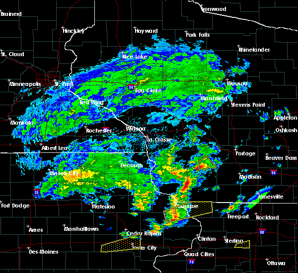 Radar Image for Severe Thunderstorms near Plain, WI at 4/22/2019 5:24 PM CDT