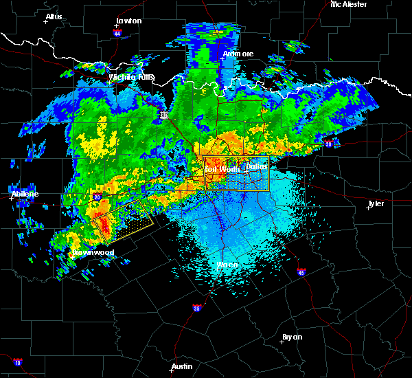 Radar Image for Severe Thunderstorms near Fort Worth, TX at 4/23/2019 10:05 PM CDT