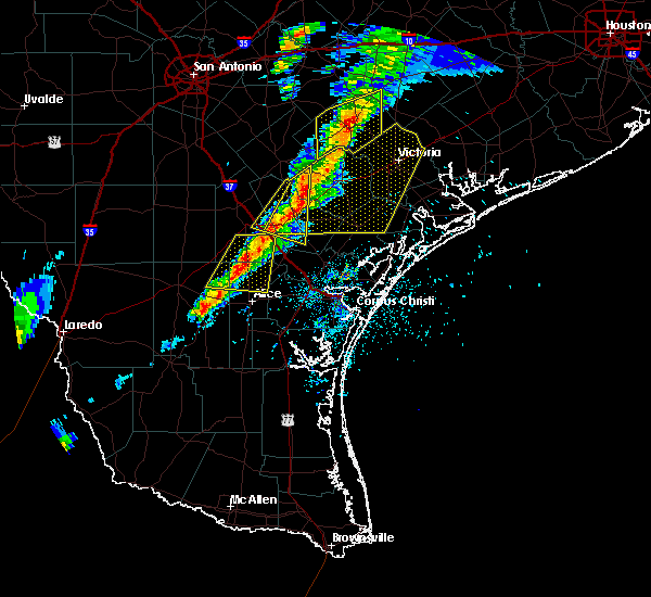 Radar Image for Severe Thunderstorms near Goliad, TX at 4/24/2019 6:24 PM CDT