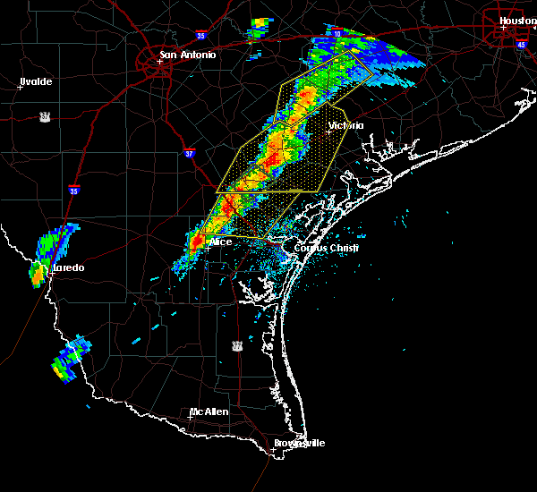 Radar Image for Severe Thunderstorms near Goliad, TX at 4/24/2019 6:48 PM CDT