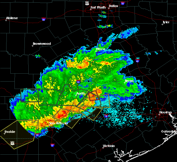 Radar Image for Severe Thunderstorms near Giddings, TX at 5/3/2019 8:35 PM CDT
